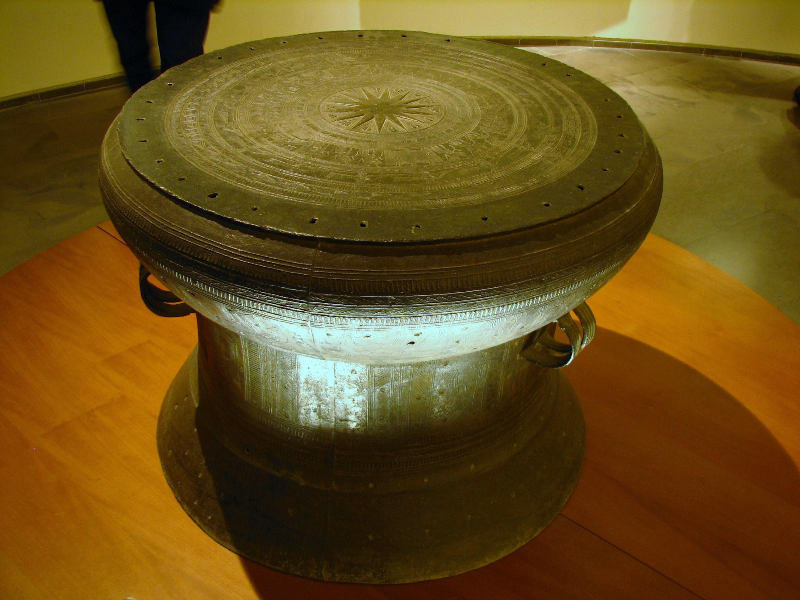 Trống đồng Đông Sơn được trưng bày ở bảo tàng