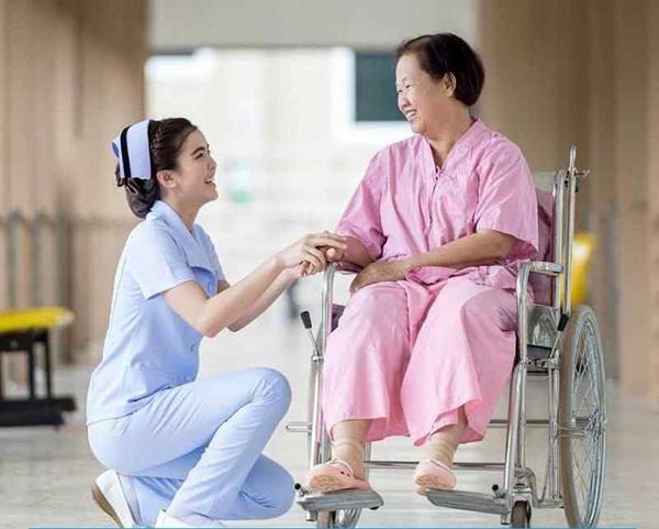 Nhiệm vụ chính của Điều dưỡng là chăm sóc người bệnh